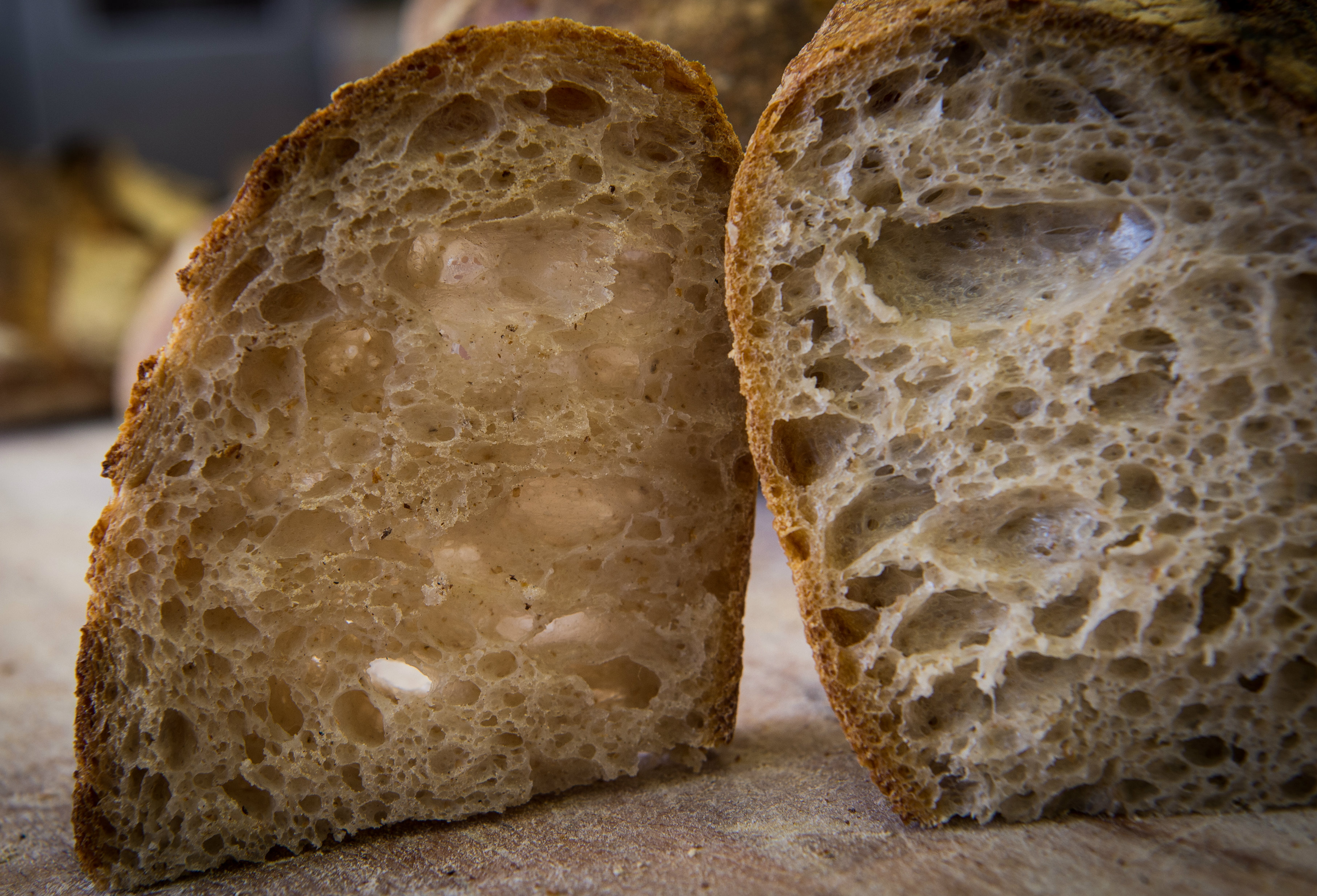 Le alveolature del pane di Bonci. Foto di Francesco Vignali
