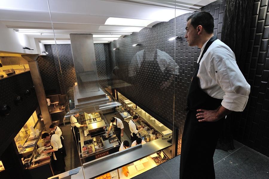 Paolo casagrande lo chef italiano del lasarte che ha for Hotel tre stelle barcellona