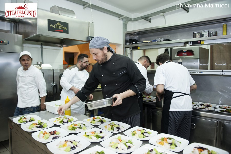 Commis Chef: Primi Passi in Brigata
