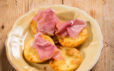 Gnocco fritto con prosciutto di Parma
