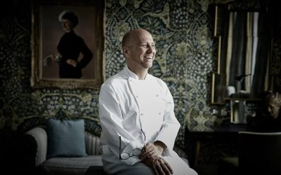 Heinz Beck in una delle sale del Browns Hotel di Londra, in divisa da chef