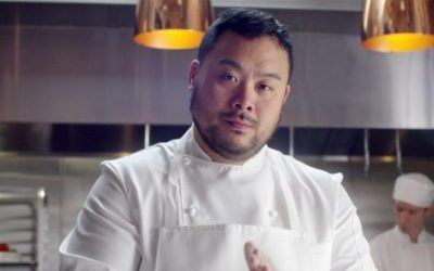 David Chang in giacca da chef in cucina
