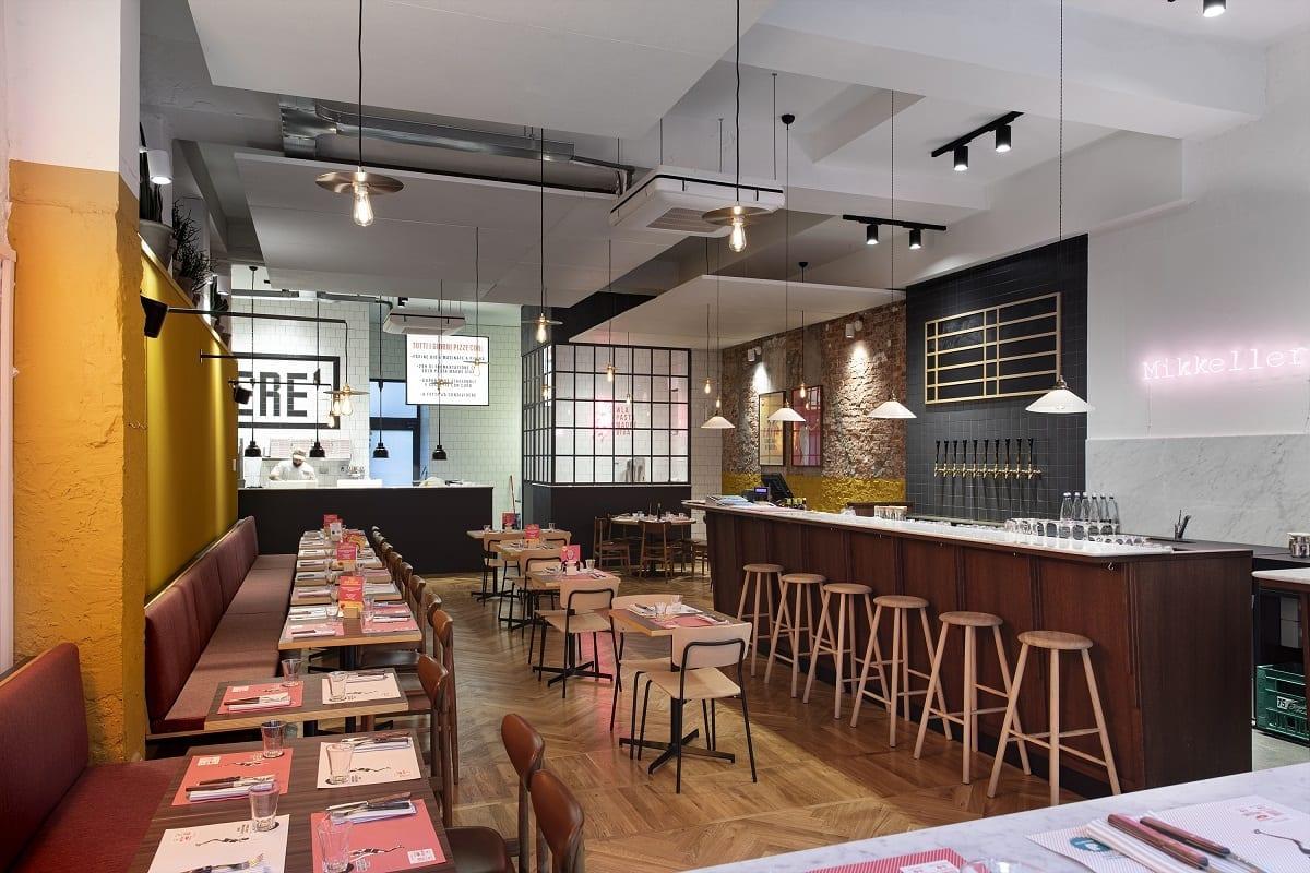 Il bar di Mikkeller a Milano, banco, spine e sala