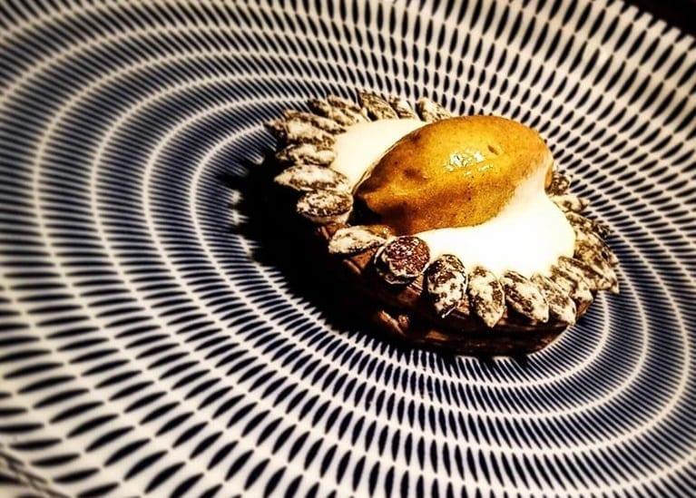 Un dessert con pere e semi di zucca da Bites