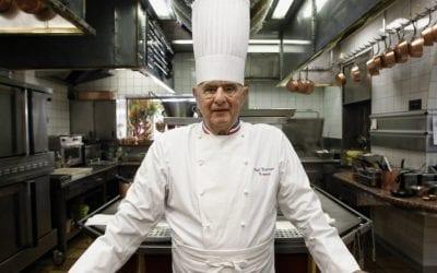 Paul Bocuse nella sua cucina