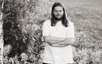 Magnus Nillson, ritratto nel bosco, in bianco e nero