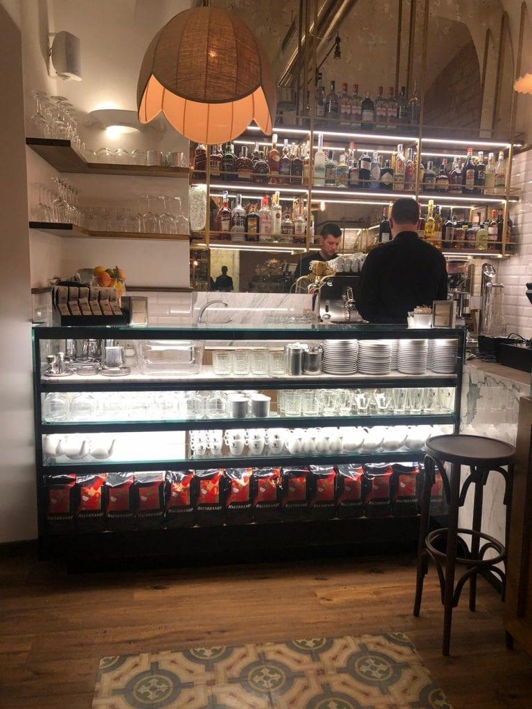 Il bancone bar del forno Ottavi