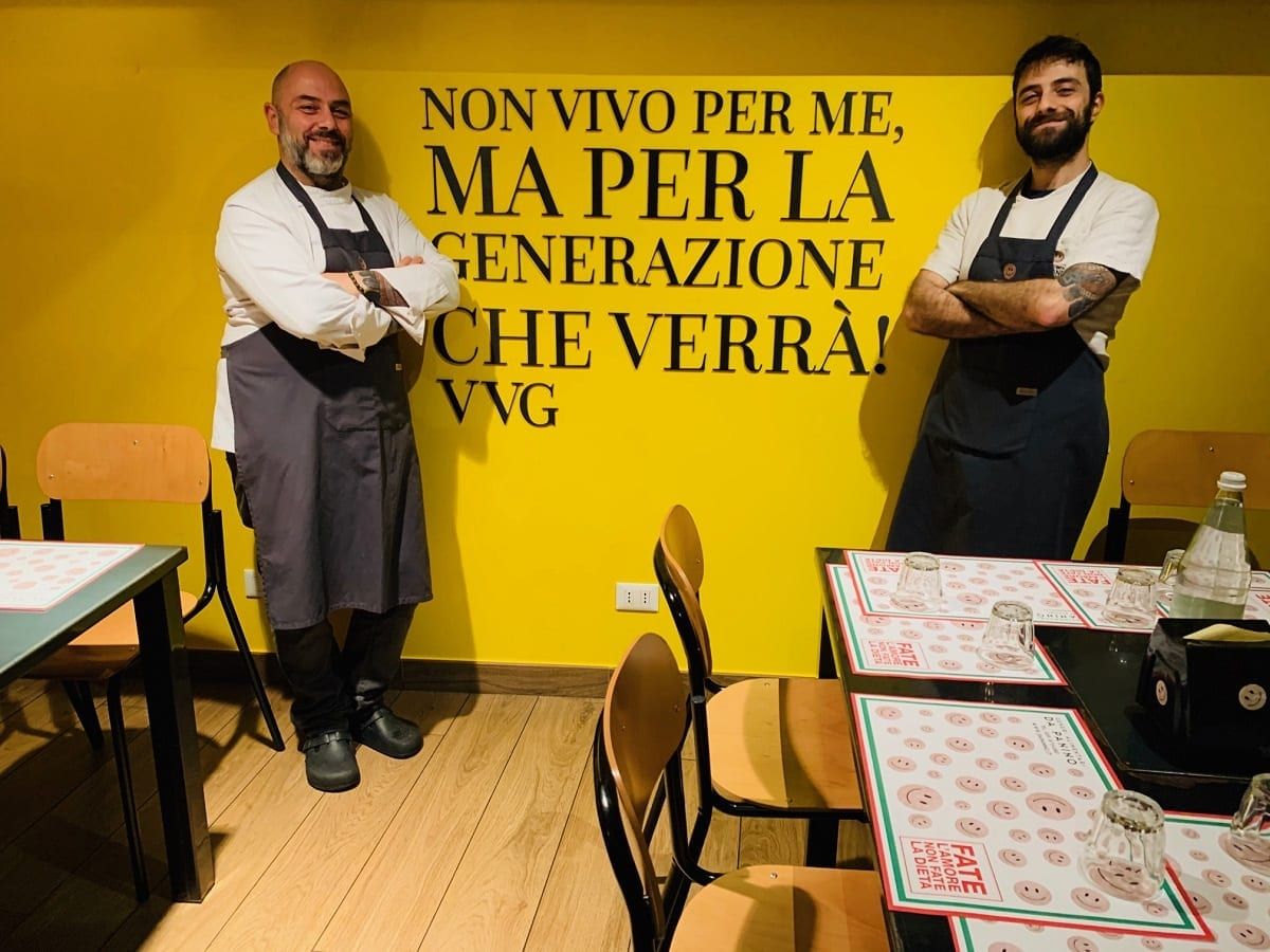 La sala a tema Van Gogh Da Panino a Modena, con Christian e Stefano