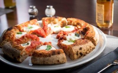 Pizza margherita tagliata a spicchi di Berberè