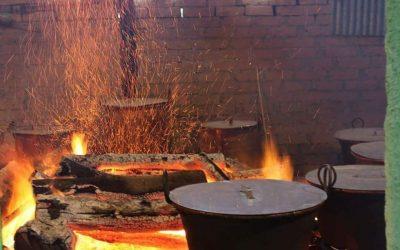 Pentole sul fuoco vivo al Pranzo del Purgatorio