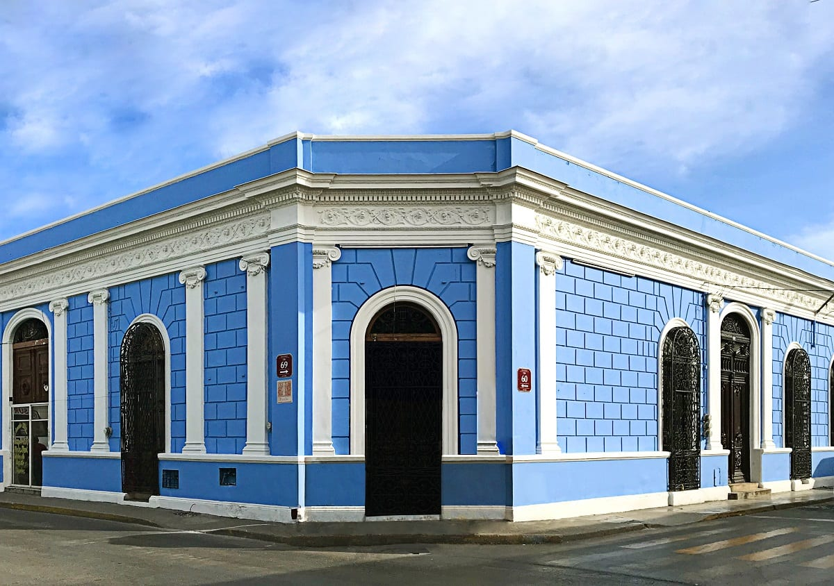 Il refettorio di Merida, facciata turchese della casa colonica