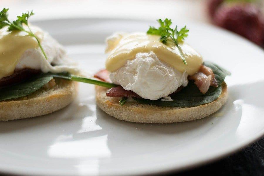 Muffin salati con uovo in camicia
