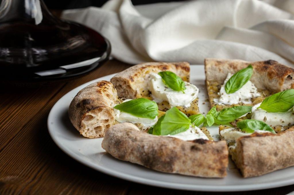 Renato Bosco. Pizza senza lieviti aggiunti con fermentato di frutta la marghe-tira 1284.