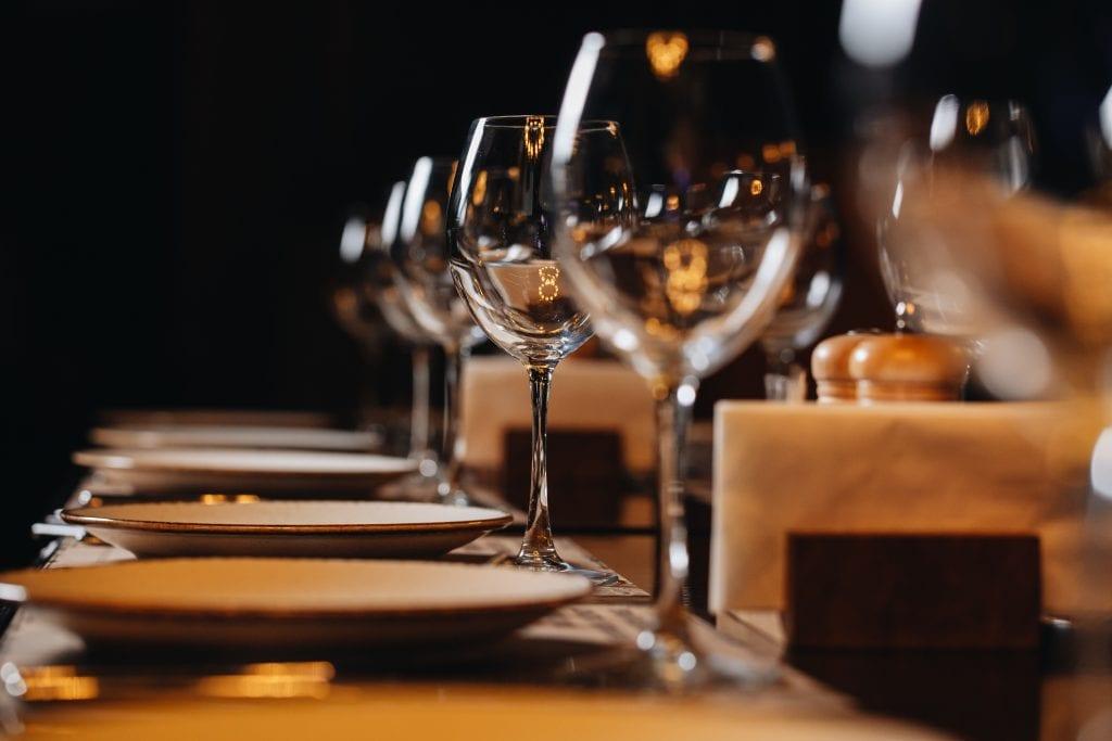 Riaprire i ristoranti precipitosamente è un'opportunità o un rischio?