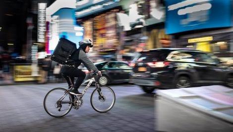Riders e shoppers: cambia tutto nel delivery, rivoluzione sulla gig economy