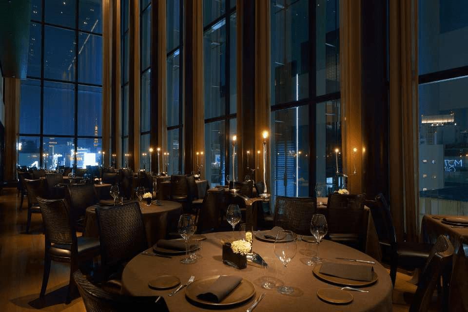 La sala del ristorante di Luca Fantin nella Bulgari Ginza Tower