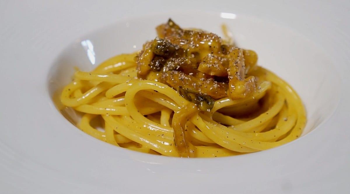 Un piatto di spaghetti alla carbonara