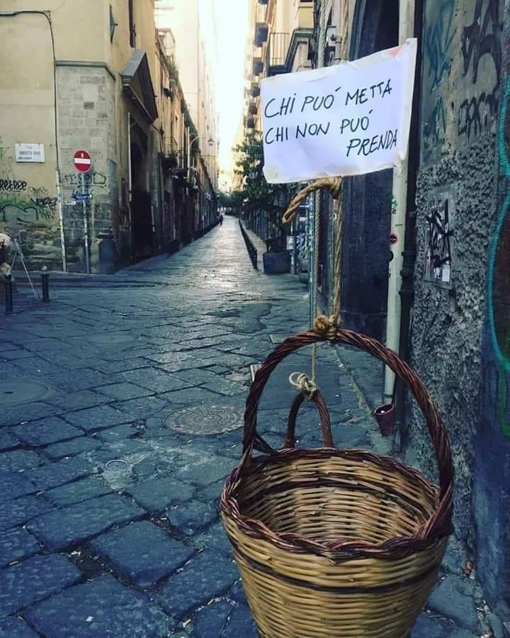 Il panaro solidale a Napoli