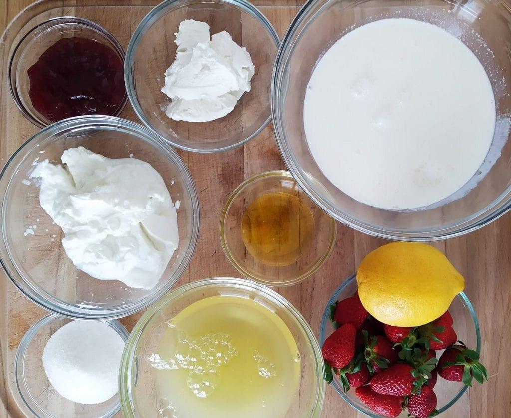 Gli ingredienti per realizzare il fior di fragola