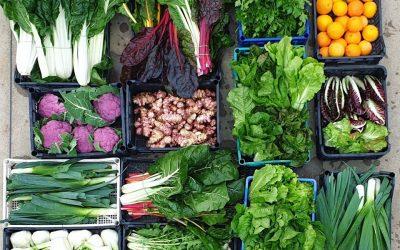Cassette di frutta e verdura pronte per la consegna
