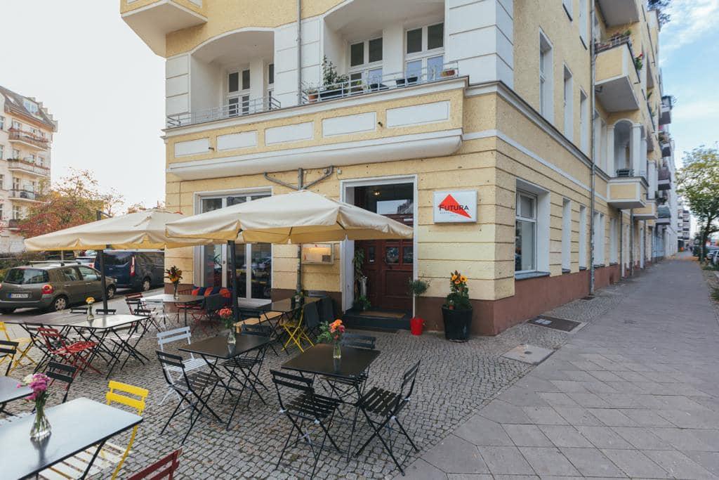 L'esterno della pizzeria Futura