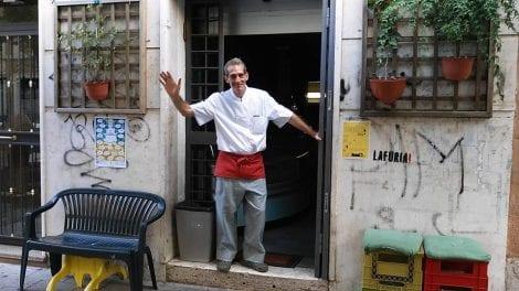 Filippo Ruggieri nella sua gelateria