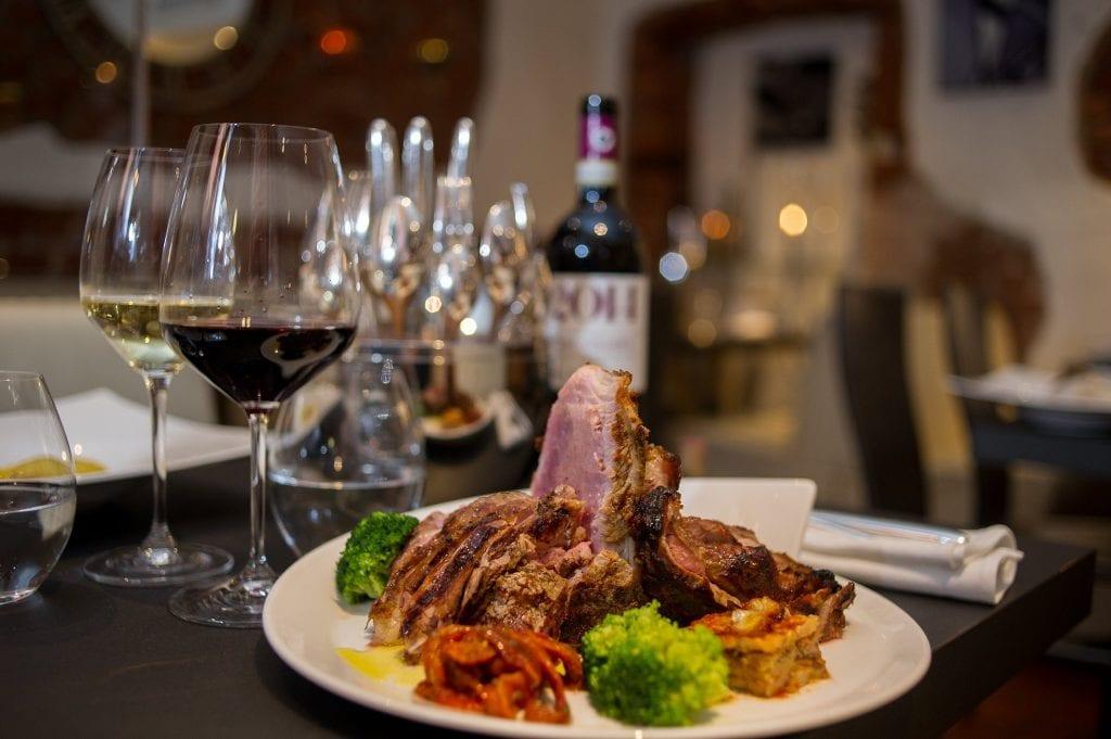 Un piatto di carne e verudre da Mancini a Stoccolma