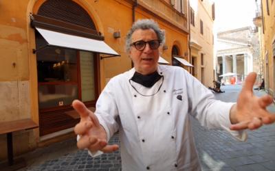 Massimo Riccioli all'esterno de la Rosetta di Roma