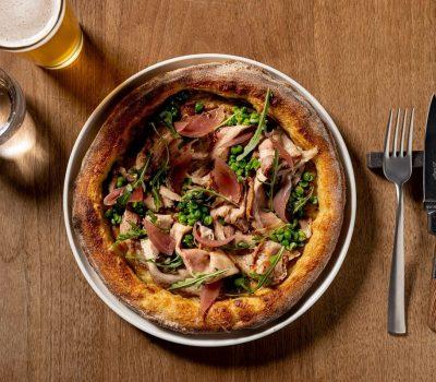 Mise en place con pizza da RetroPizza