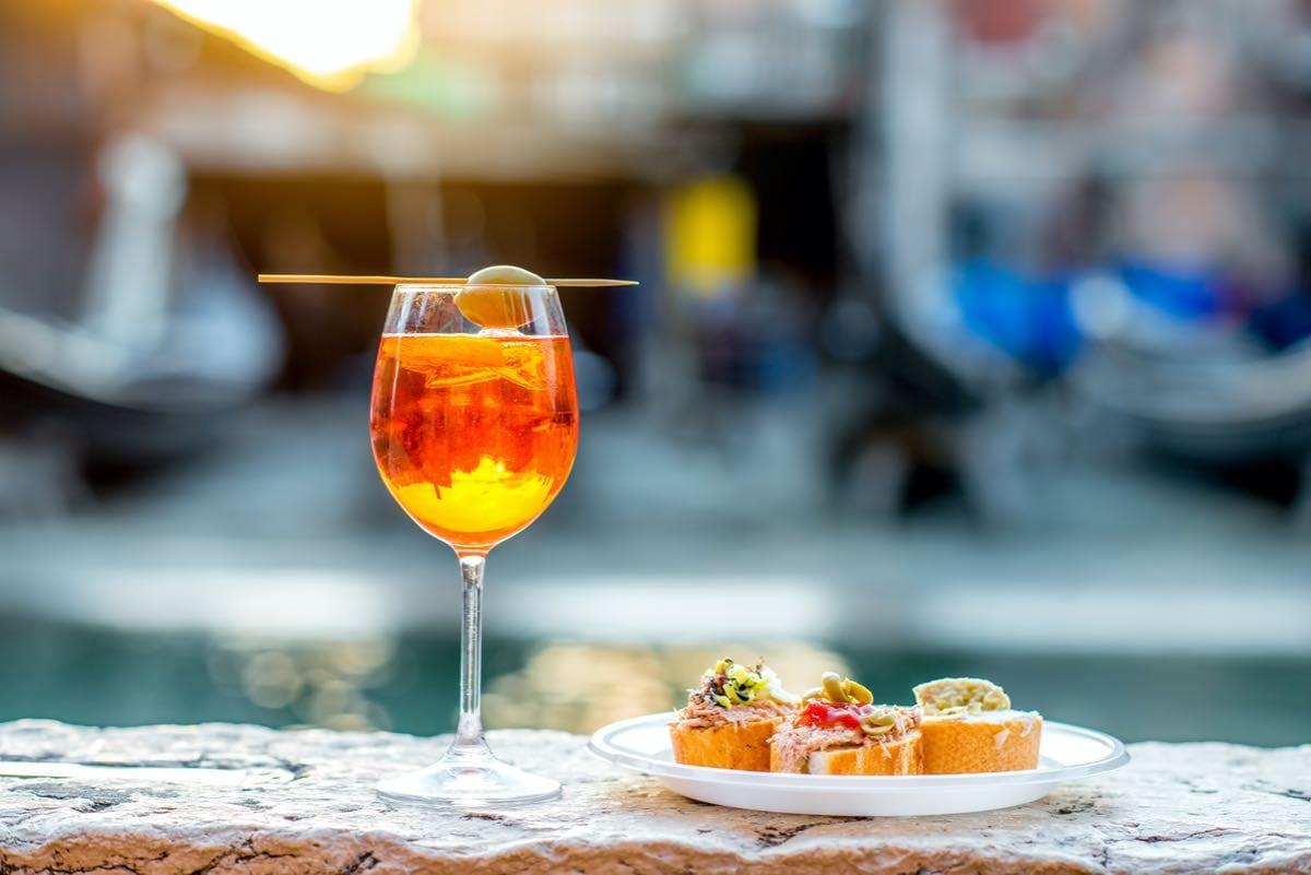 Ricetta Aperol Spritz Con Vino Bianco.La Vera Storia Dello Spritz Origini E Varianti Gambero Rosso