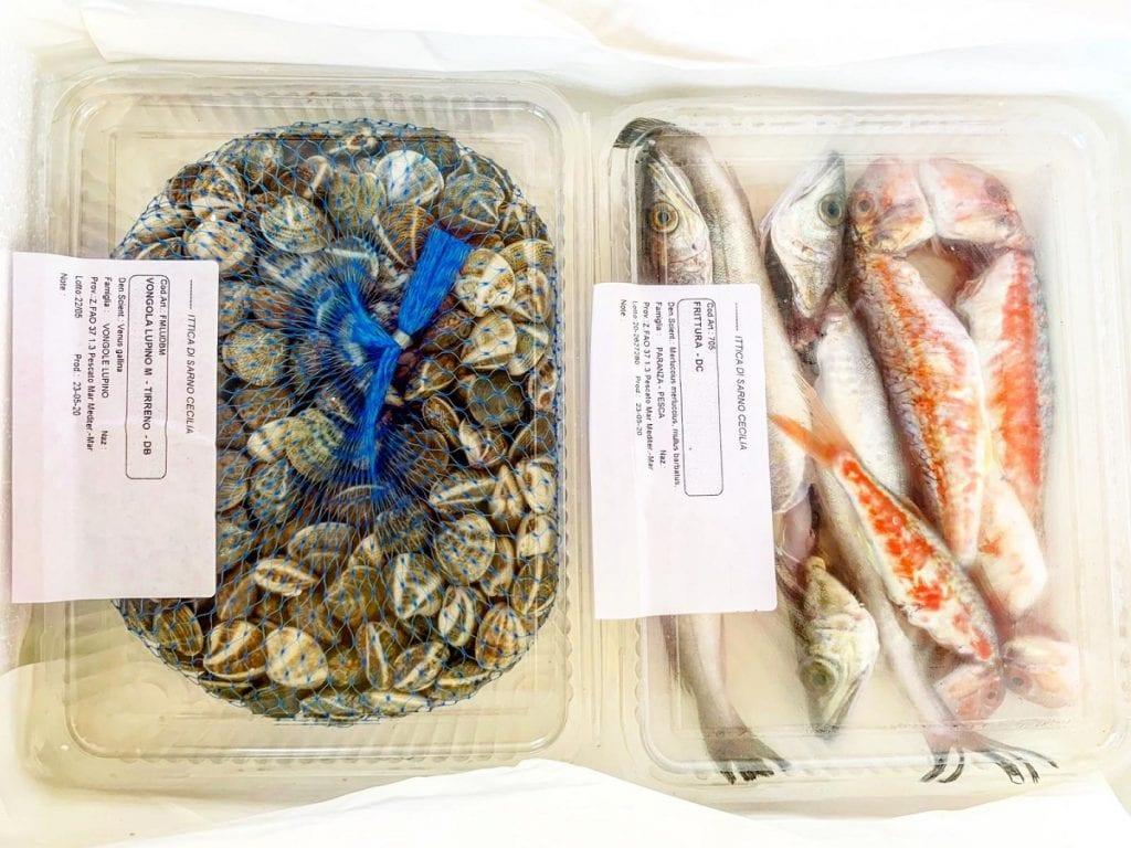 Vongole e pescato laziale confezionato per la consegna