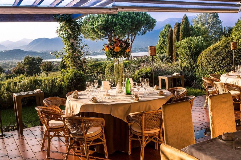 Tavoli in terrazza al ristorante il Capriccio