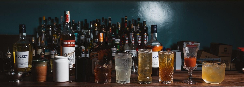 i cocktail di Senza Pensieri sul bancone del bar
