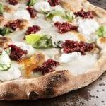 """Mani in pasta. La ricetta della pizza """"Ricotta e 'nduja"""" di Cristian Marasco"""