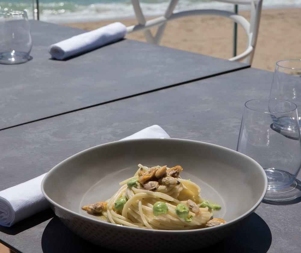 Spaghetti con le vongole sulla spiaggia da Locanda Perbellini al Mare