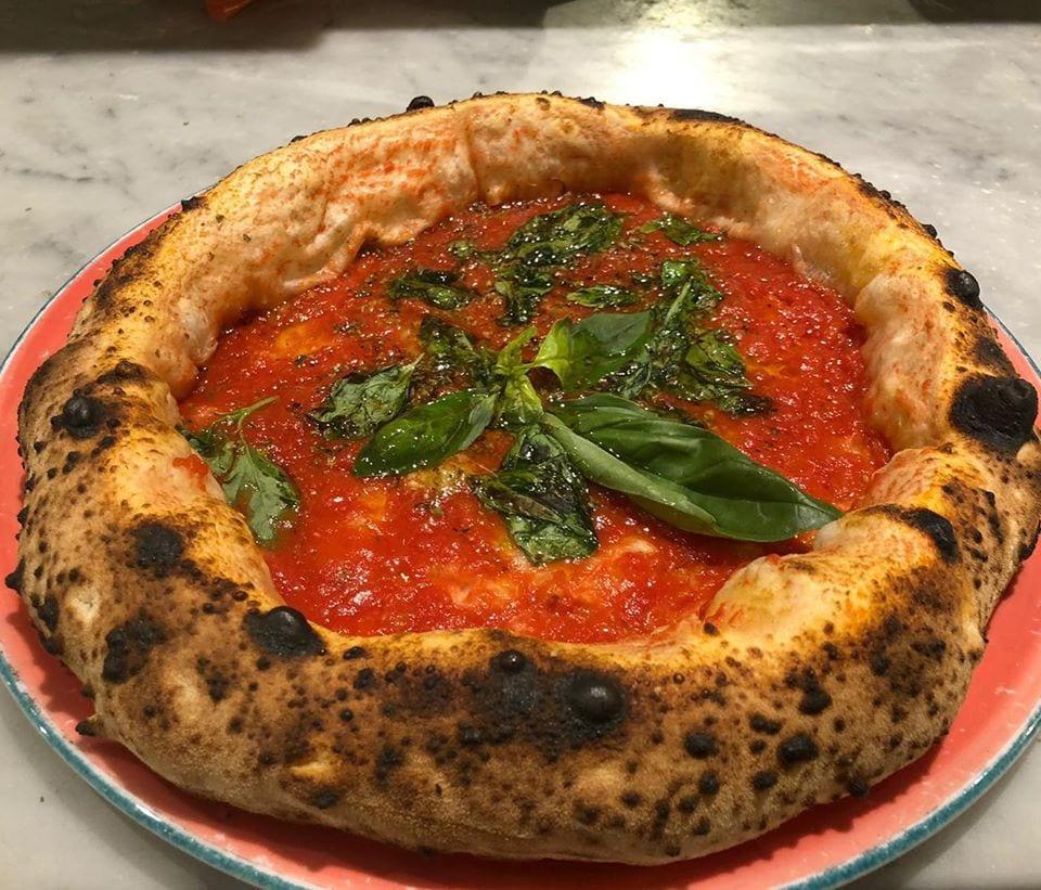 La pizza tonda napoletana di Assaje