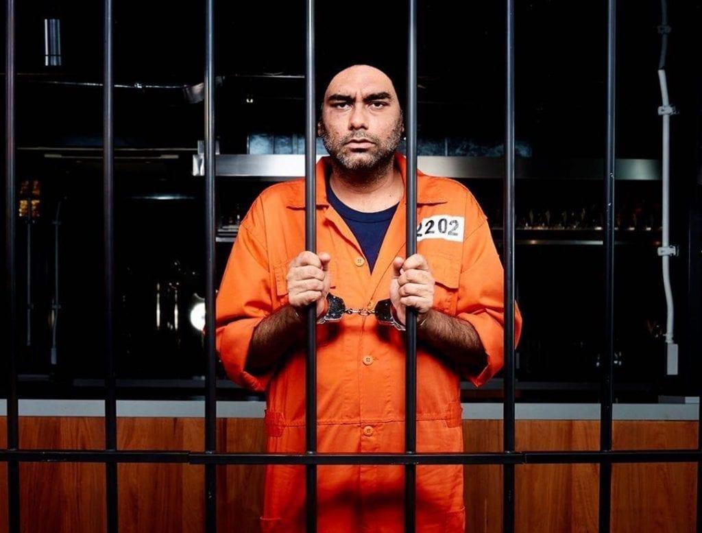Gaggan Anand nel ruolo di carcerato