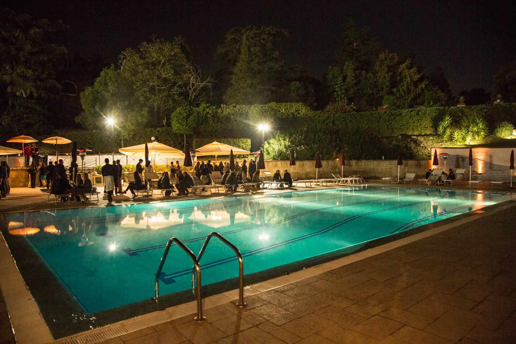 Rosciolino e la piscina di notte