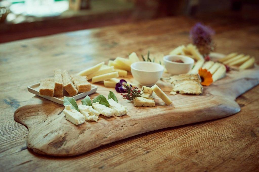 Un tagliere di formaggi del podere il casale