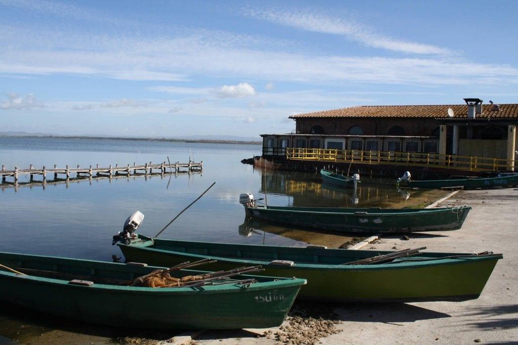 la sede dei pescatori di Orbetello in laguna