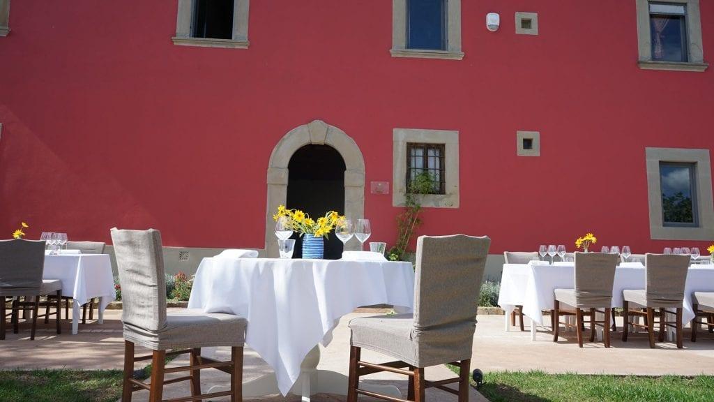 Tavoli in giardino al podere belvedere tuscany