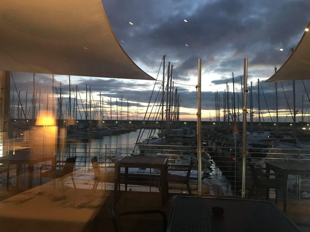la vista sul porto dalla sala di Volver