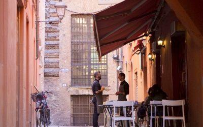 Vicolo Colombina-Mangiare all'aperto Bologna