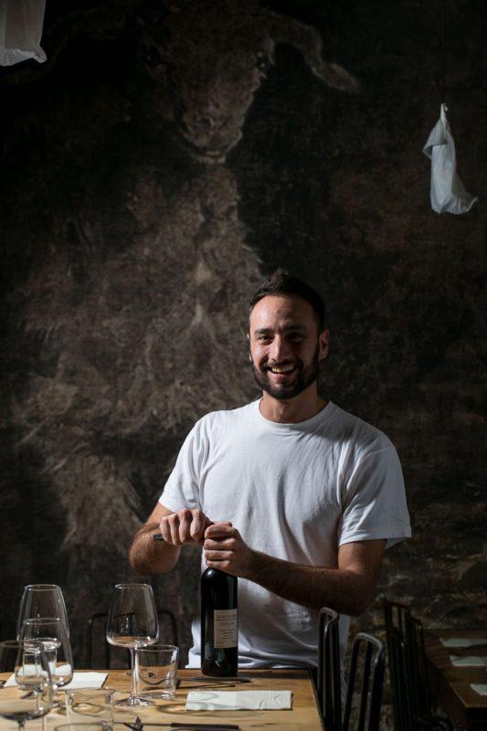 Angelo Del Vecchio racconta che cos'è lo Champagnino abruzzese. Foto di Alberto Blasetti