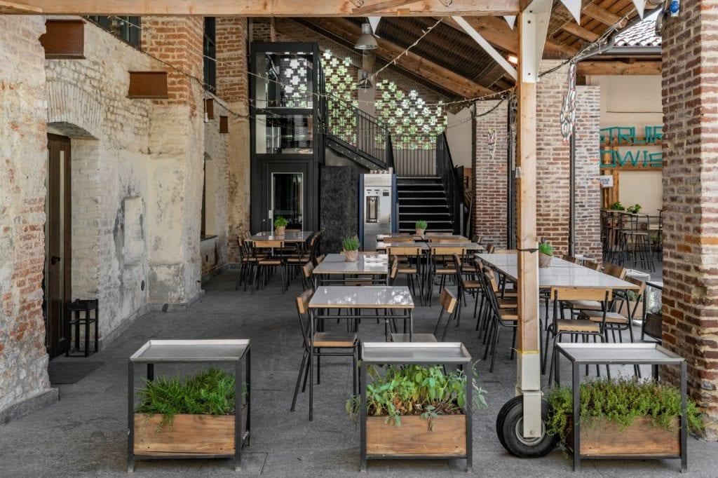 Tavoli all'aperto da Mare Culturale Urbano