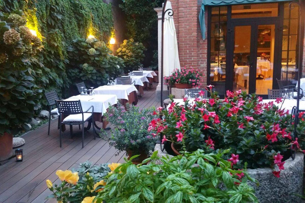 Il Cigno Trattoria dei Martini - Mangiare all'aperto Mantova