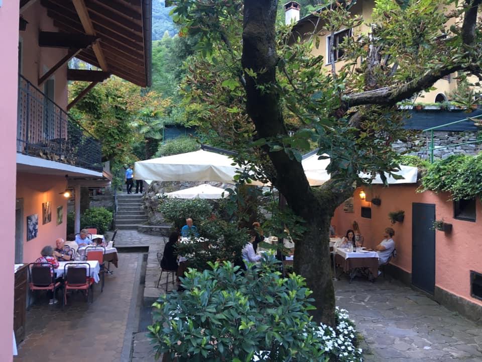 Il cortile del Grotto di Sant'Anna