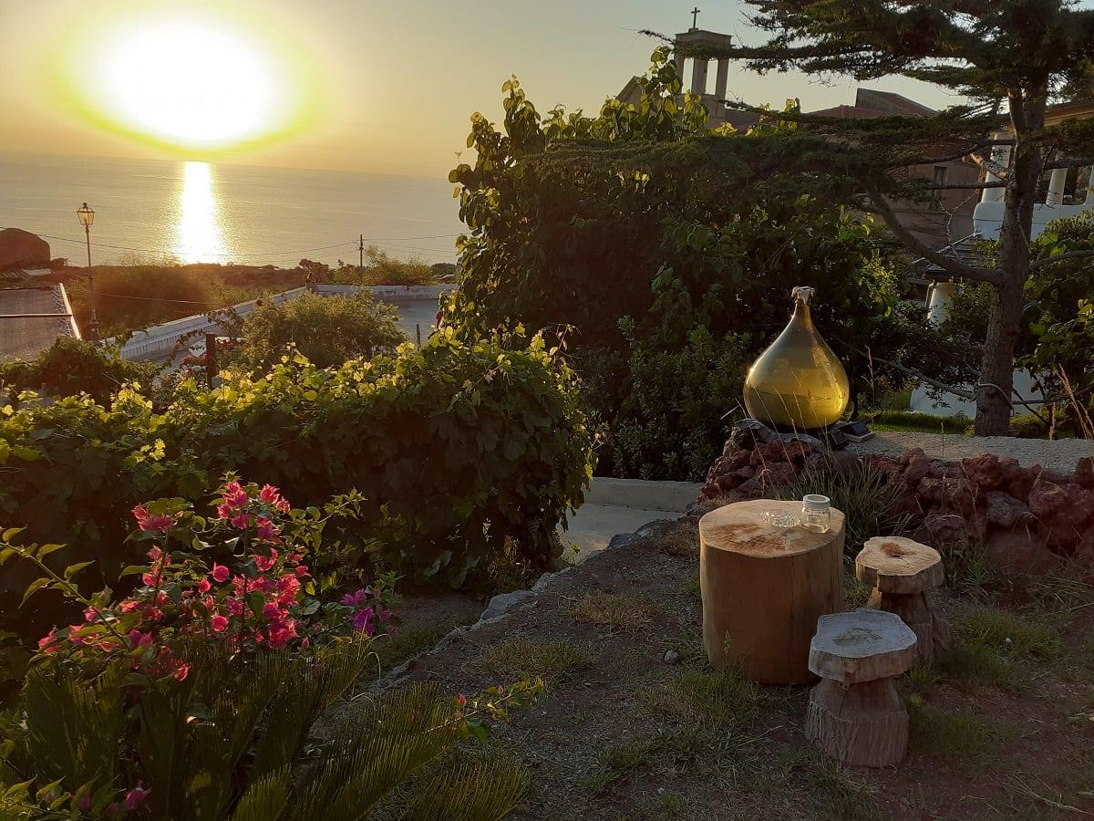 L'aperitivo al tramonto all'Oasi di Salina