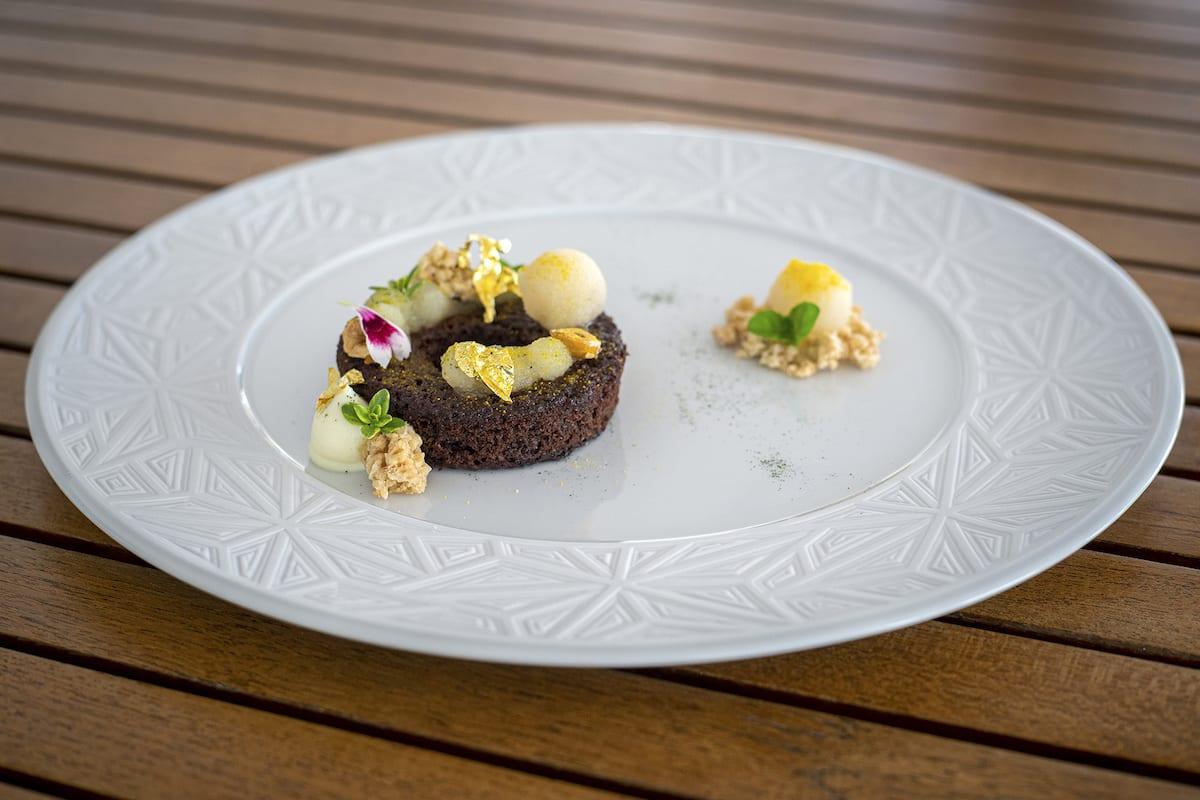 Un Piano al Cielo CASA ANGELINA chef ELEFANTE Brownies al cioccolato 62� pera e rhum perla, carta anejo Foto Alessandro Zanoni