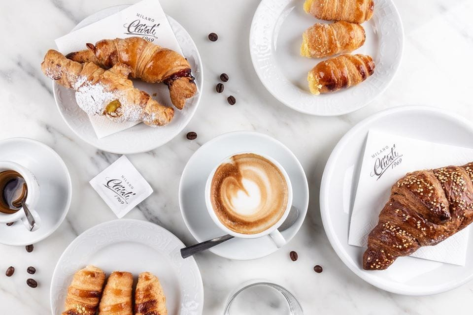 Cappuccino e cornetti Clivati